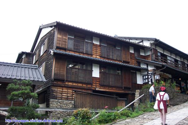 A few pictures of old buildings and houses in japan for Classic japanese house